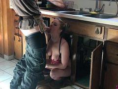 Sexo com encanador comendo uma ninfeta gostosa