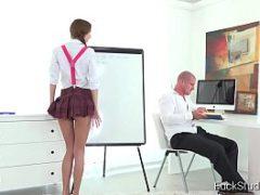 Video porno na escola com diretor comendo aluna