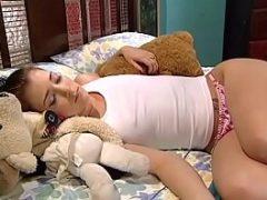 Vídeo pornô de anão comendo a ninfetinha