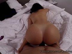 Novinha no sexo anal fodendo de quatro
