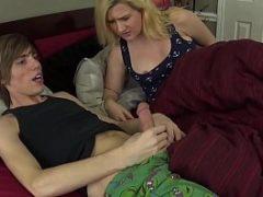 Sexy hot com irmã chupando pau do irmão