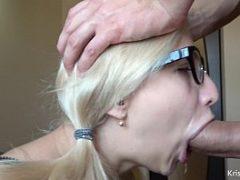 Xvideos boquete com loirinha de óculos chupando uma pica grande