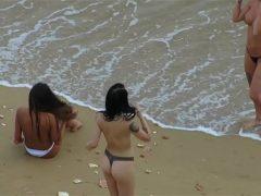 Ninfetas gostosas peladas na praia